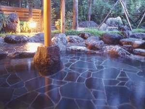 温泉露天風呂「庄兵衛の湯」で季節にあわせて花見酒・星見酒などいかが