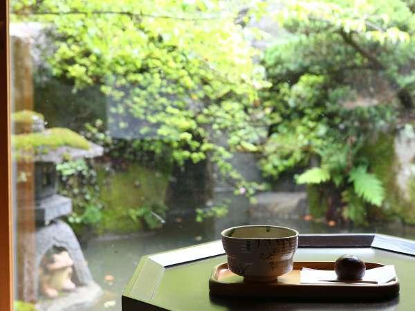 自然に囲まれた『割烹旅館 桃山』で、癒しだけに時を費やす贅沢
