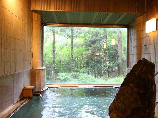 【女性風呂■真秀の湯】岩風呂を彷彿させる趣向の内装