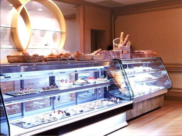 ホテルメイドのパンやケーキ、土産品もお買い求めいただけます。 レストラン つばき(LB階)