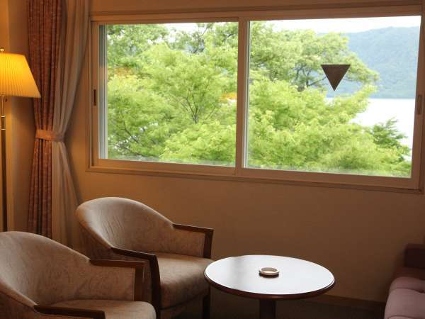 ◇湖側のお部屋からの十和田湖 ※お部屋、季節により湖の眺望は異なります