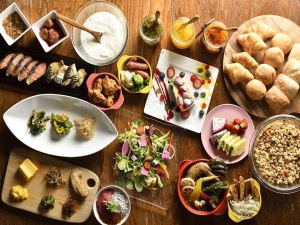 海鮮勝手丼やスープカレーなど、札幌を体感できる朝食ビュッフェ