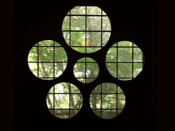 館内随所に、梅の意匠が施されております。