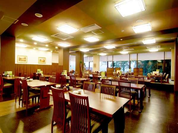 レストラン「和膳なごみ」テーブル席でごゆっくり。