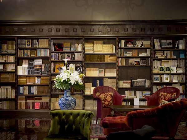 3万冊の蔵書◆3万冊の蔵書からお好きな物語をどうぞ
