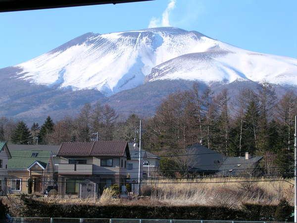 北側の部屋から見た浅間山です