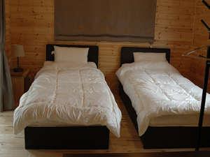 コテージ3 シングルベットの寝室