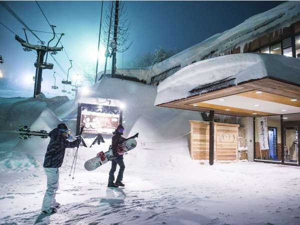 【ゲレンデサイドで蔵王スキーを満喫】目の前がゲレンデ!ナイタースキーも楽しめちゃう♪