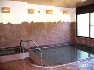お風呂は徒歩すぐの足温泉館で。足温泉は昔から宿に泊まりながら温泉場に通う湯治場だった