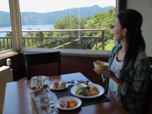 食事とともに楽しめる箱根芦ノ湖