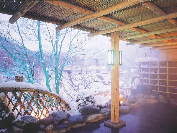 """【露天風呂】冬は""""ほっこり""""と温泉に浸かりながら雪見風呂をお楽しみください。"""