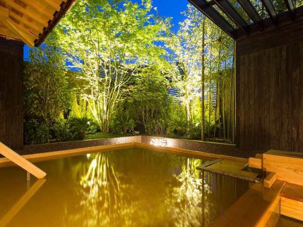 【神戸六甲温泉 濱泉】露天風呂。自家源泉の100%天然温泉で宿泊者は無料で心ゆくまで湯浴みを愉しめます