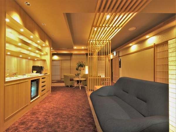 【GENJI香】フロア宿泊者限定の「専用ラウンジ」も寛げる空間。お飲み物やスイーツもございます。