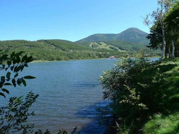 女神湖から蓼科山。河童の棲むパワースポット。