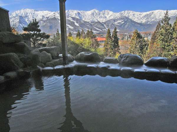 雪のアルプスを望むぽかぽか露天風呂