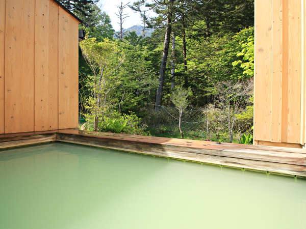 【日光湯元温泉 にごり湯の宿 かつら荘】「奥日光」エメラルドグリーンが特徴的な神秘の湯(硫黄)の宿。