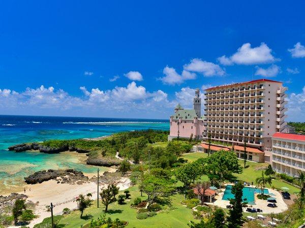 【外観】珊瑚礁が美しい海辺のリゾート。カジュアルなファミリーホテルです。