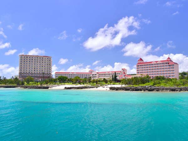 【外観】海に面した絶好のロケーション。大人もお子様も楽しめるリゾートホテルです。
