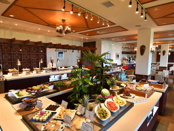 【ぽるとふぃーの(ホテル内レストラン)】宮古島の食材をふんだんに採り入れたブッフェをご提供。