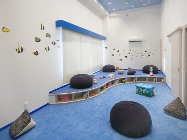 【本館/キッズスペース】海をイメージした広々したスペースのキッズルーム