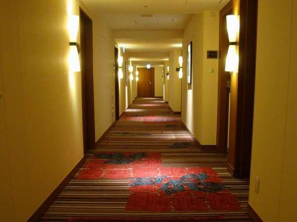 客室へと通じる廊下