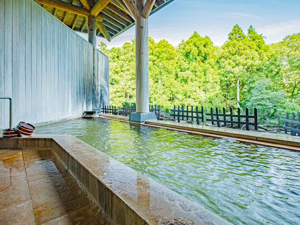 潮見館地下1階「樹海の湯」露天風呂