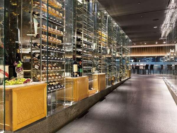 【本館25F マンハッタンテーブル】エントランス♪ワインボトルが並ぶ素敵な空間!!