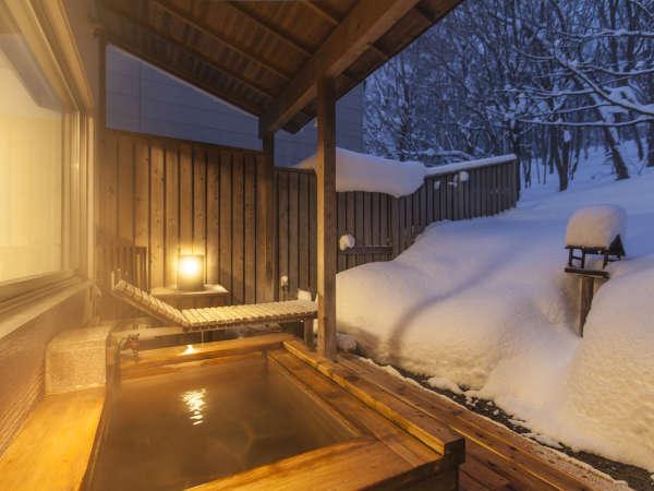 冬の客室露天風呂(檜)