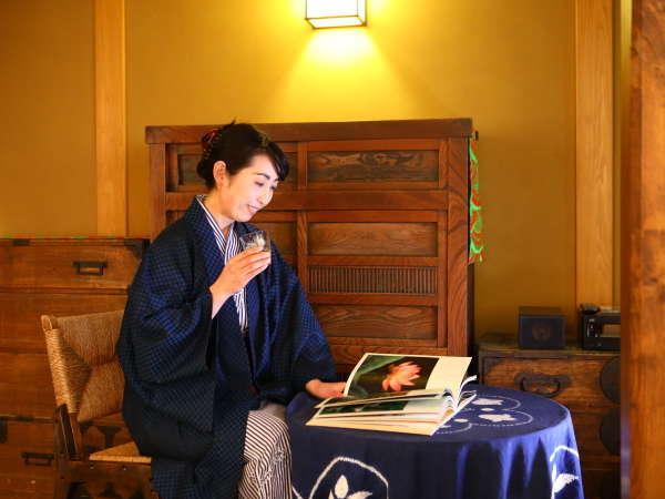 【松籟荘・専用ラウンジ】はなれ松籟荘専用の「サロン松風」では、ゆったりとお過ごしください。