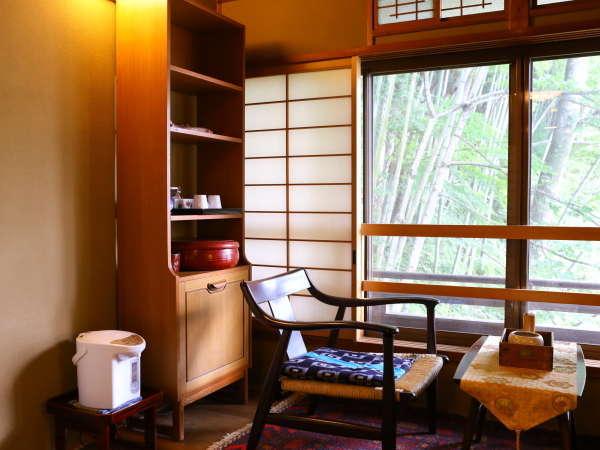 松籟荘【露天風呂付・菊】 静かで穏やかな和の空間 角部屋から広がる竹林が美しい