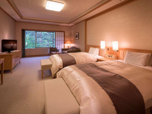 【スタンダードツイン52㎡】120cm幅のセミダブルベッドを配置。※バリアフリー対応トイレの部屋あり