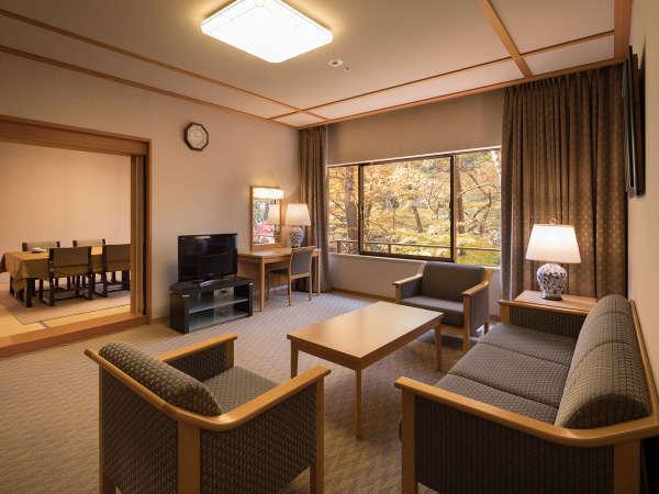 【リビング付和室95㎡】12畳の和室と10畳ダイニング、21.2m2のリビングを配した広々スペース。