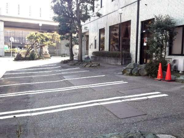 敷地内駐車場※到着順でのご案内でございます。