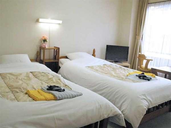 ★ツイン★広めの客室で快適にご宿泊♪お1人様~ご夫婦の2人旅に◎!気兼ねなくお過ごし頂けます。