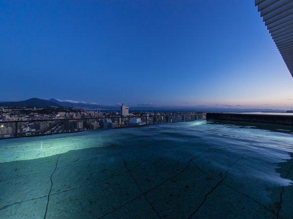 てんくう露天風呂(男湯朝景):夜とはまた違った絶景をお楽しみください。