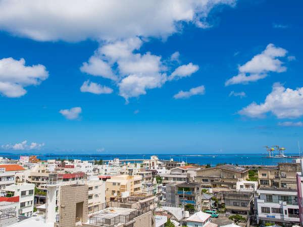 9回からの眺め。沖縄の海と空の碧さは、特別です。
