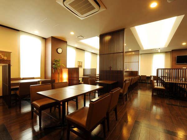 レストラン:朝食「花茶屋」は6:45~9:00、夕食「花々亭」は18:00~22:00(日・祝日は休業)
