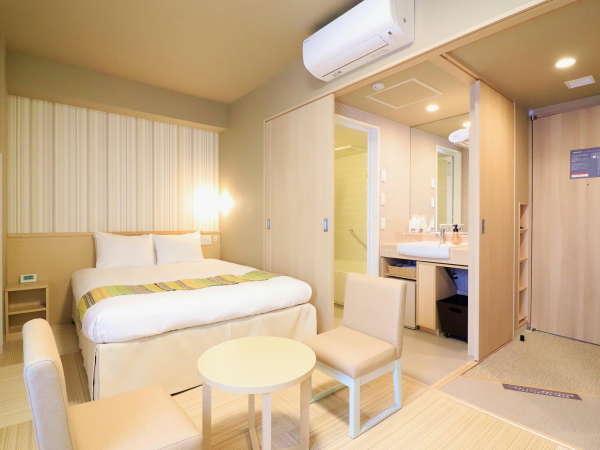 デラックスダブル 150cm幅の広々ベッドと畳のフロアで快適♪