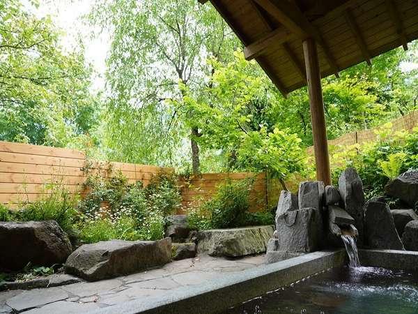 四季の風景が楽しめる露天風呂