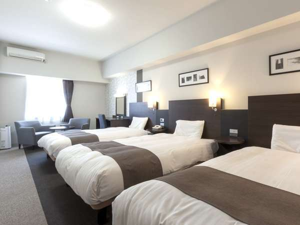 【ファミリールーム】北棟◆ゆったり広々36㎡◆Wi-Fi対応◆スマホ充電にも便利な枕元コンセント完備