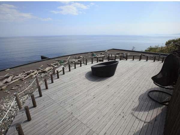 空と海に囲まれた天空デッキ「太古の庭」