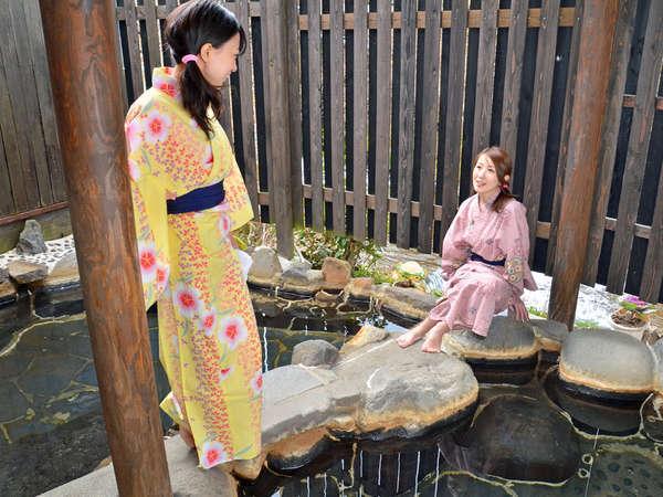 花合野川の横にある露天風呂。開放的な自然を満喫しながら貸切気分で楽しんじゃおう♪