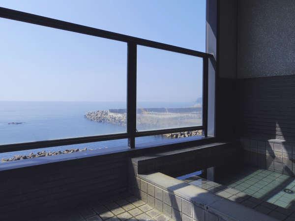 当館露天風呂から雄大な日本海を眺めて、体も心もリラックス♪