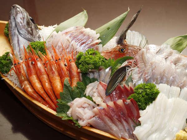近海の海で獲れた新鮮な魚はプリップリとして引き締まっています♪