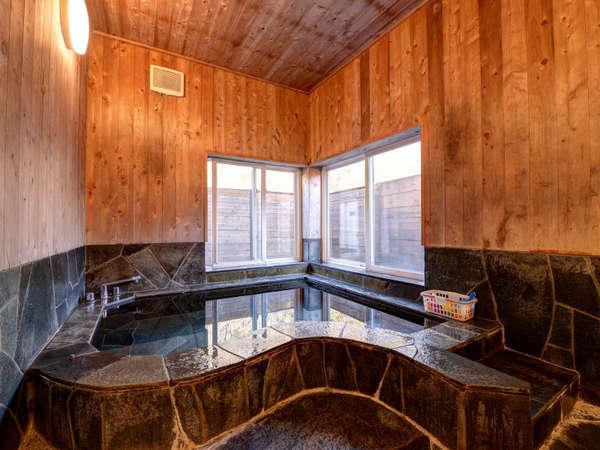 *貸切風呂:大室温泉はお肌の弱い小さなお子様でも安心のアルカリ性単純泉。