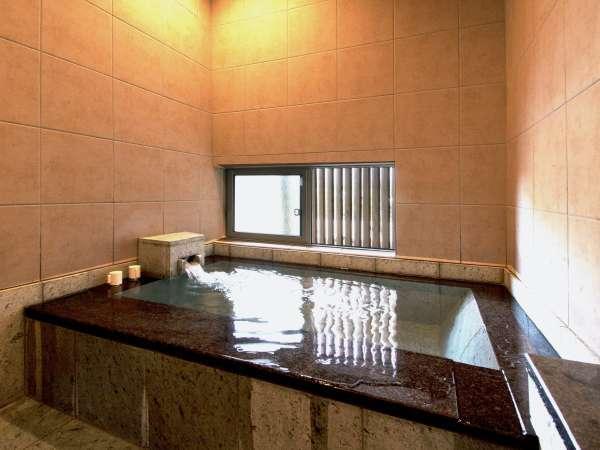 十和田石造りの客室風呂