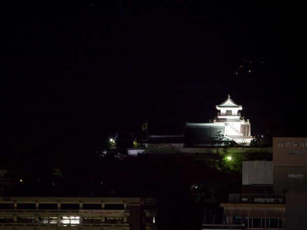 【部屋からの景観】高知城を見ながらゆっくりお食事なんかはどうでしょう?ライトアップは22時迄!