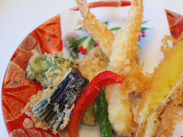 【夕食一例(天ぷら)】「温かいものは、温かいうちに」お出し致します。