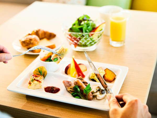 たのしむ朝をお届けするホテル自慢の「ごちそう野菜の朝ごはん」