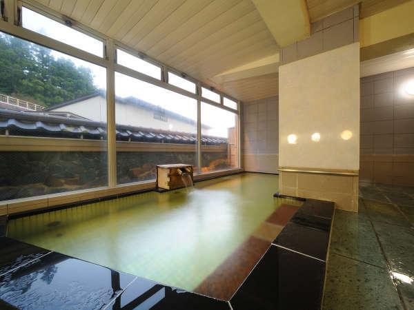 落ち着いた雰囲気の御影石のお風呂。【時間交代制】18時にのれん交換で男女が入れ替わります。